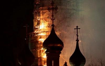 Пожар в Новодевичьем монастыре в Москве полностью потушен