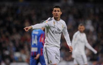 Роналду  послал  во время матча болельщиков Реала - СМИ
