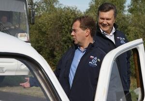 Фотогалерея: Ехали в Победах. Янукович и Медведев устроили дружеский автопробег
