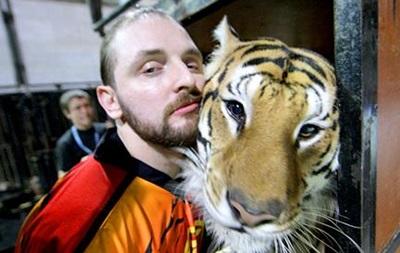 На российского укротителя Запашного во время съемок напал тигр