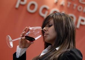 Полезно, но жизнь не продлевает. Новое исследование о воздействии красного вина на человека
