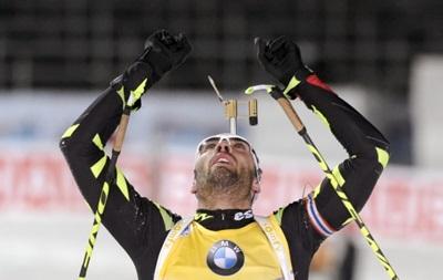 Французский биатлонист подарил свою золотую медаль маленькой девочке