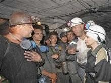 Яценюк обещает сделать шахтерский труд престижным