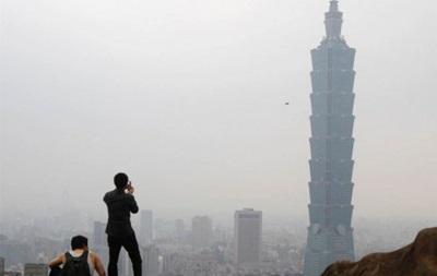 Поляк въехал на велосипеде на небоскреб в Тайване