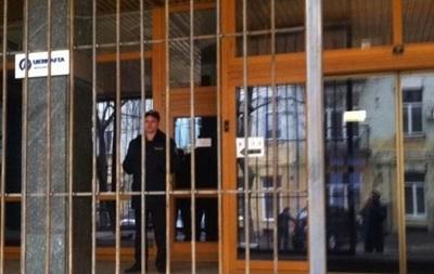 Укрнафта отрицает присутствие в офисе компании вооруженных лиц