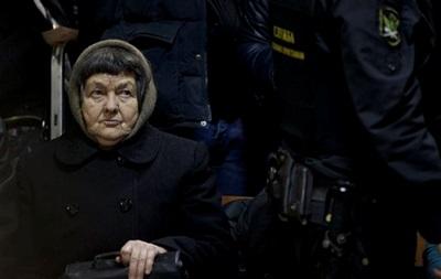 Мать и сестра Савченко приехали в Берлин за помощью политиков