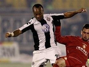 Во время матча на Кубок УЕФА упал в обморок капитан сербского Партизана