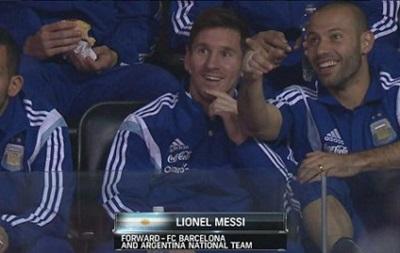Месси с игроками сборной Аргентины сходили на баскетбол и получили подарки
