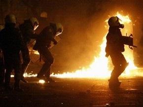 В Афинах возобновились беспорядки: анархисты забросали полицию бутылками