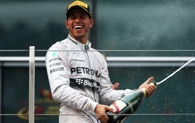 Льюис Хэмилтон: Я удивлен скоростью, которую показывает Ferrari