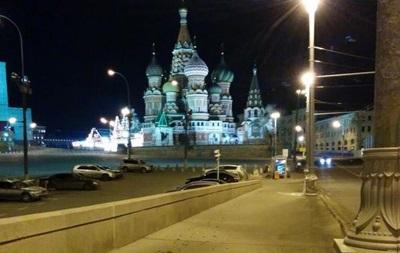 С места убийства Немцова ночью убрали все фото и цветы