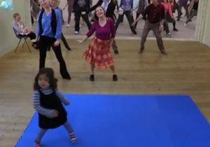 Вирусную рекламу Samsung с танцующей девочкой посмотрели более трех миллионов человек