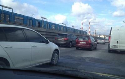 В Киеве ДТП парализовало утром движение на Южном мосту