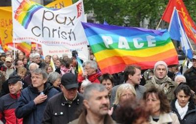 Участники пасхальных маршей в Германии протестуют против войн
