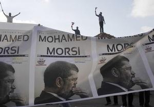 Стоя как дерево. Президент Египта готов умереть за демократию