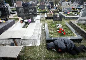 В Киеве в поминальные дни на кладбища будет курсировать дополнительный транспорт