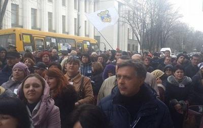 Кредитный Майдан частично перекрыл движение возле Рады