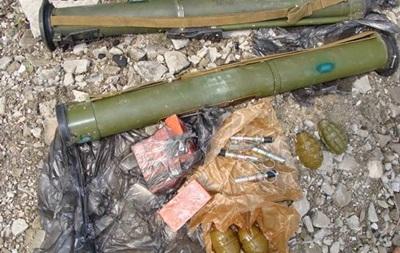 Под Луганском СБУ обнаружила тайник с оружием возле химзавода