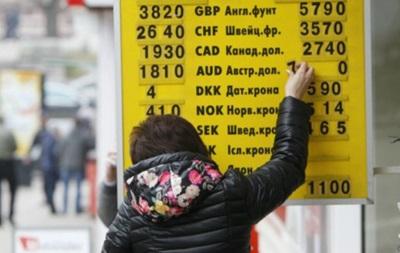 Украинцы продолжают продавать валюты больше, чем покупать