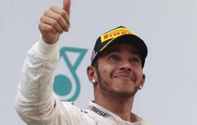 Люис Хэмилтон завоевал поул-позицию в Китае