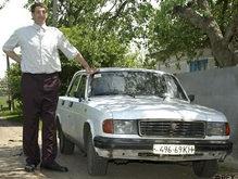 Ющенко подарит самому высокому человеку адаптированный под него автомобиль (обновлено)