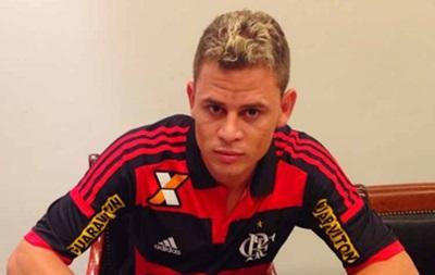 В Бразилии за удар ногой по голове игрока наказали желтой карточкой