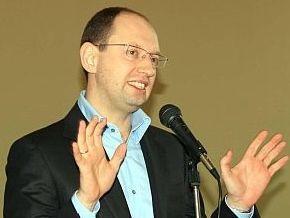 Яценюк уверен в приходе к власти, но не обещает быстрых изменений