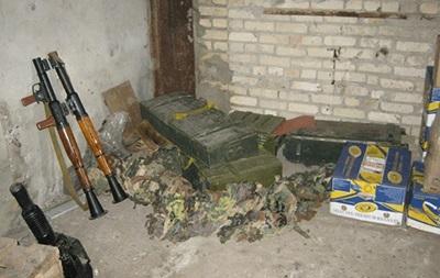 В Лисичанске нашли гараж со взрывчаткой