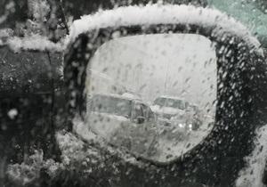 В Запорожской области более 300 человек были заблокированы в автомобилях из-за снега