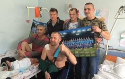 Игроки Днепра перед матчем в Лиге Европы посетили бойцов АТО