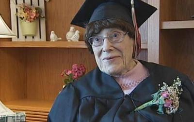 В США 103-летняя старушка окончила среднюю школу