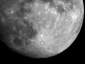 Индийский лунный зонд нашел новое доказательство наличия воды на Луне