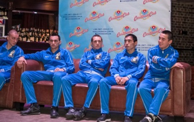 Российские боксеры до встречи с Атаманами сходят в Лавру, а после - в баню