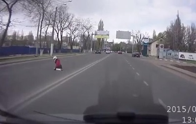 В Одессе байкер  потерял  на ходу девушку и не заметил