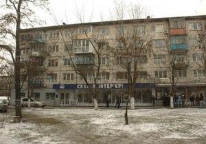 Жильцы дома в Днепровском районе Киева заявляют о его разрушении из-за строительства супермаркета