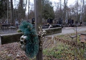 Киевсовет отказался предоставить УПЦ МП коммунальные помещения на кладбищах