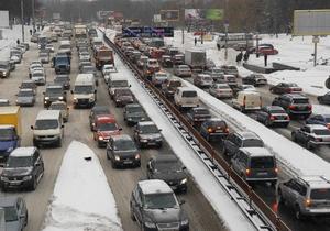 Киевавтодор обещает ликвидировать ямы на столичных дорогах до апреля