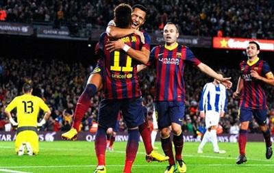 Барселона в матче с двумя удалениями выиграла дерби у Эспаньола