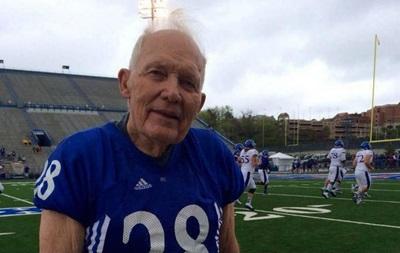 Ветеран Второй мировой войны сделал тачдаун в матче по американскому футболу
