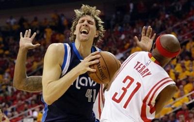 NBA: Хьюстон дома закрывает серию с Далласом, Шпоры берут пятый матч