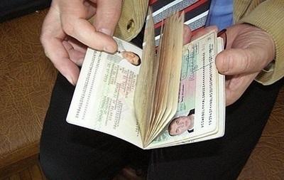 В Украине образовалась гигантская очередь за загранпаспортами