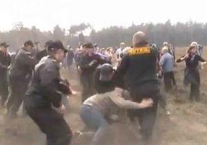 В Подмосковье акция в защиту леса закончилась массовой дракой, ОМОН задержал 36 человек