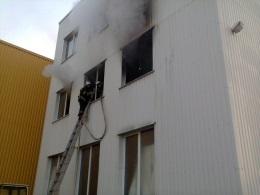 В Киеве произошел пожар на территории табачной фабрики