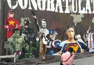 Университет Таиланда извинился за плакат с Гитлером, изображенным среди супергероев
