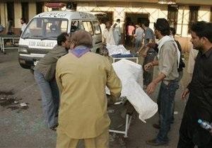 В Пакистане смертники подорвали полицейский участок: десятки погибших и пострадавших