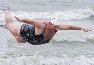 В новогоднем купании на побережье Северного моря приняли участие около пяти тысяч бельгийцев