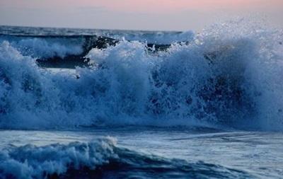Мощная волна в Мексике унесла жизни трех человек