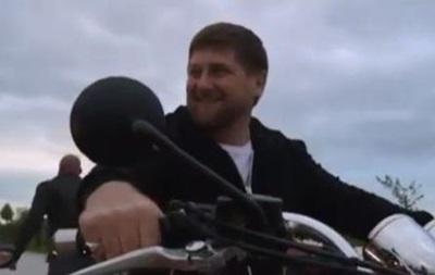 Кадыров покатался с  Ночными волками  по Грозному