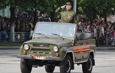 Парады в ЛНР и ДНР: главнокомандующие сепаратисты и кресты героев
