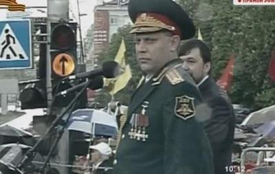Захарченко на параде ДНР еле стоял на ногах, опираясь на палку